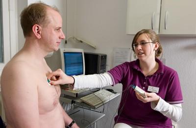 Langzeit-EKG anlegen